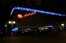 Нощна снимка на универслания магазин